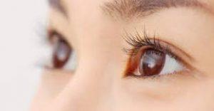 目が大きく